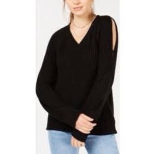 Crave Fame by Almost Famous Cold Shoulder Twisted